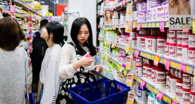 Săn hàng giảm giá ở siêu thị