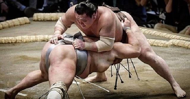 Sumo là môn thể thao truyền thống của đất nước mặt trời mọc.