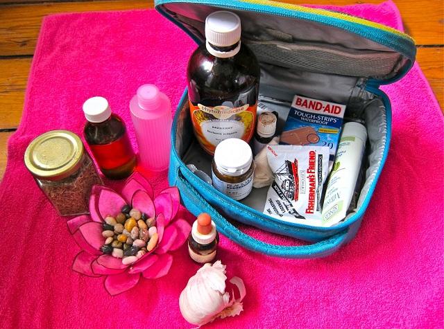 Đừng quên bỏ vào vali những loại thuốc cần thiết, bạn nhé!