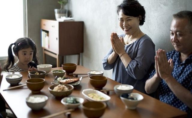 """Người Nhật luôn nói """"Itadakimasu"""" trước khi ăn uống"""