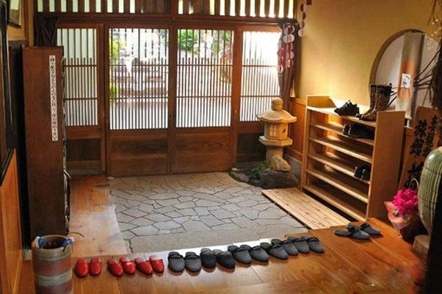 Tuyệt đối không mang giày vào nhà người Nhật