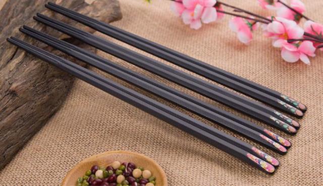 Người Nhật thận trọng trong sử dụng đũa